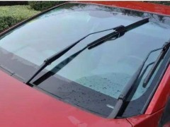 多雨季节 驾驶员如何自检及更换雨刷器